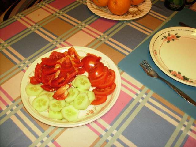 tomat%20ja%20kurk%20%20%281%29-normal.jp