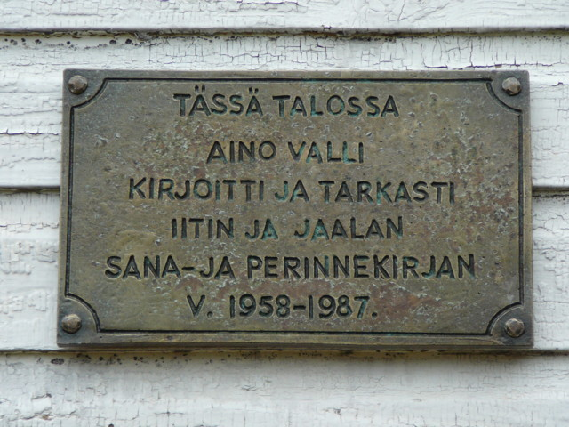 Aino%20Valli%20laatta-normal.jpg
