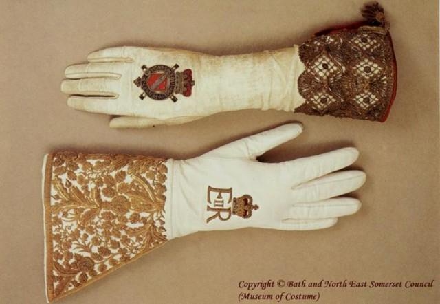 gloves-normal.jpg