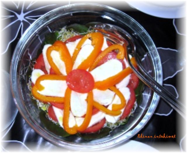 kukkasalaatti-normal.jpg