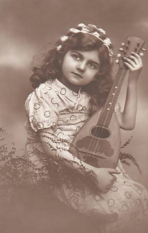 1910child_music-normal.jpg