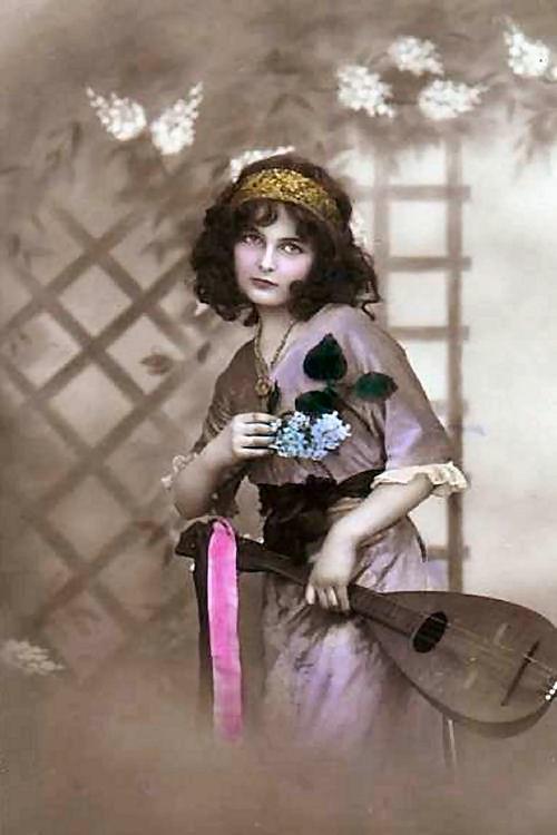 1910guitargyspy-normal.jpg