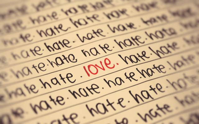 wallpaper-hate-love-normal.jpg