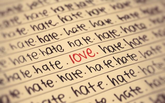 wallpaper-hate-love-normal.jpg