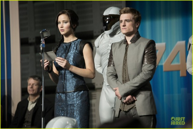 jennifer-lawrence-josh-hutcherson-new-ca