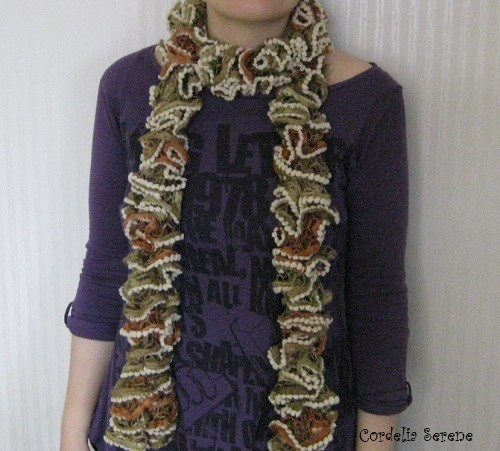 ruffle%20scarf-normal.jpg