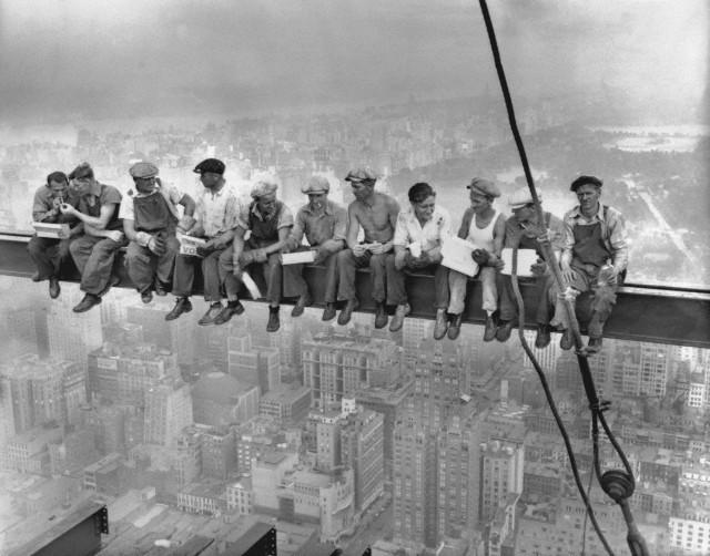 Lunch-atop-a-skyscraper-c1932-normal.jpg