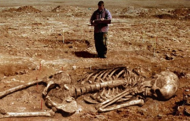 Giant-Human-Skeletons-Discovered-in-Wisc