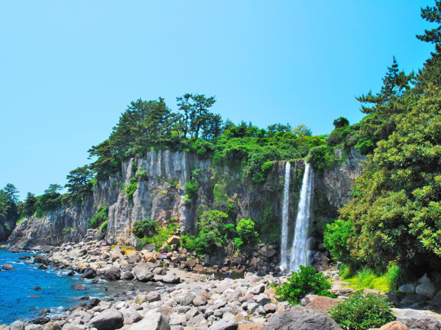 Jeju-Island-Waterfall-South-Korea.jpg