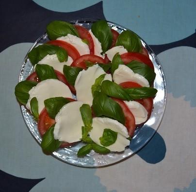 tomaattimozzarellasalaatti.jpg