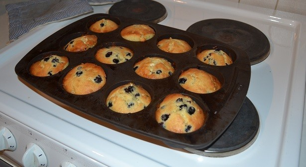 valkosuklaa-mustikkamuffinit.jpg