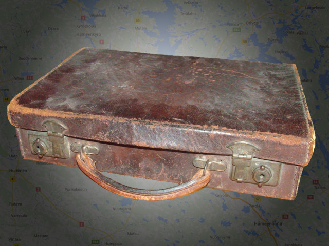 old-old-suitcase-found-in-the-loft-15448