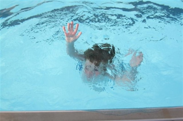 child-drowns-in-pool.jpg