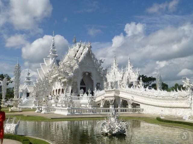 thaimaan%20valkoinen%20temppeli.jpg