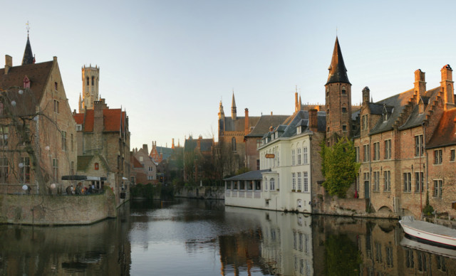 Rozenhoedkaai_Brugge.jpg
