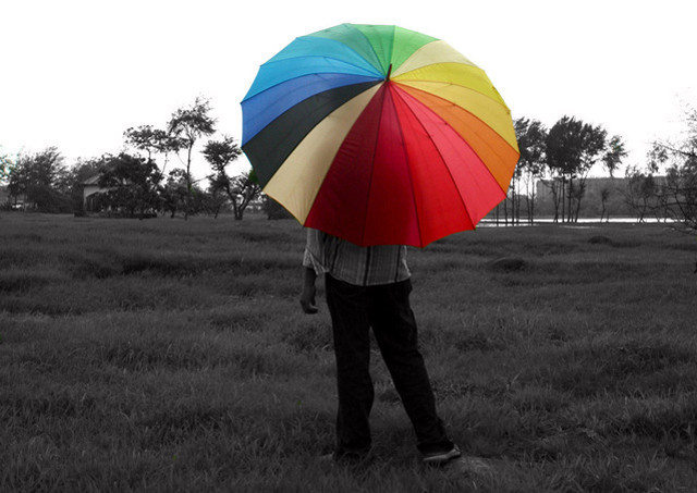 man-with-umbrella-1310345-639x451.jpg