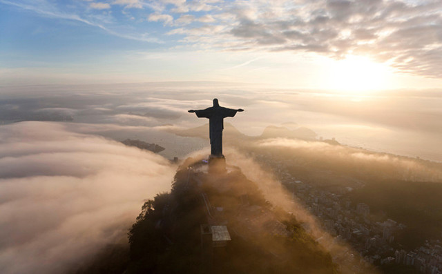 feature-Christ-the-redeemer-statue-rio-d