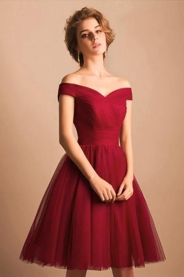 Vintage robe rouge plissée au genou épaules dénudées