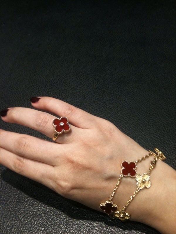 The Gold Replica Van Cleef Arpels Magic Alhambra Bracelet Jewelery