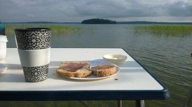 aamiainen_laiturilla.jpg