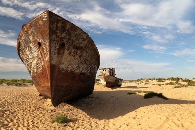 boats-desert-around-moynaq-aral-sea-aral