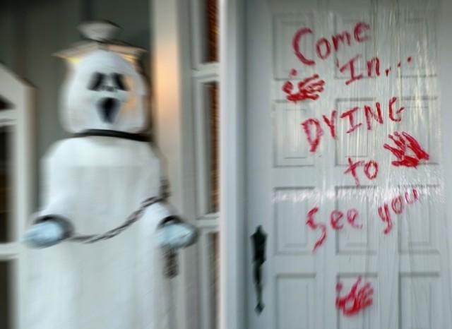 bloody-front-door-halloween-decorating.j