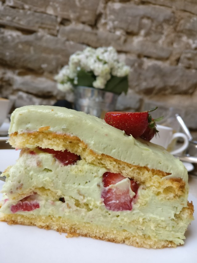 Hapsal Dietrich - Pistachio cake with strawberries - Best ever.