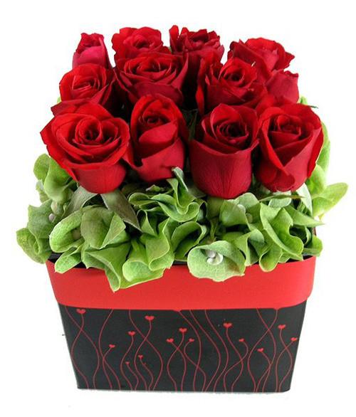 roses_arrangement_red_rose_heart_box_lge