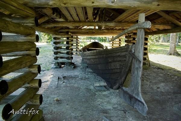 kirkkovene_Lappajarven_kirkkomaalla_sign