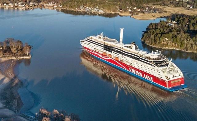 viking-grace-at-sea-17129-812x501.jpg