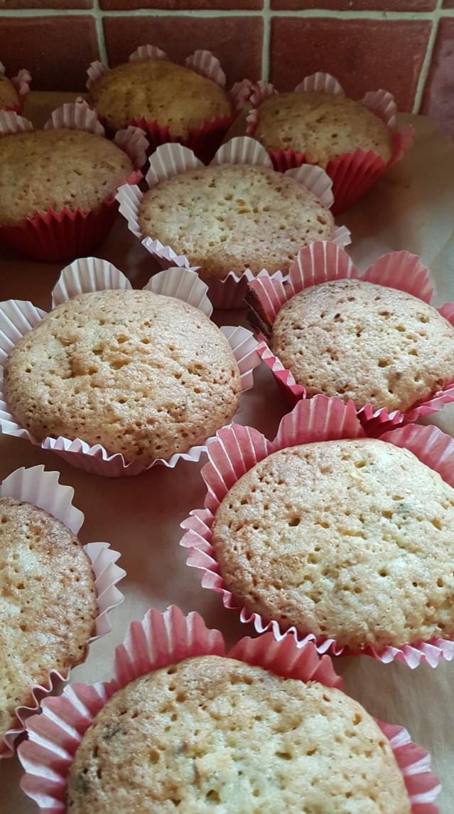 2019.8.16.%20Omena-muffinit%2C%20gluton%