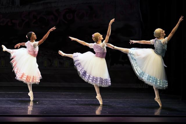 20320962_web1_200130-NBU-les-ballets-tro