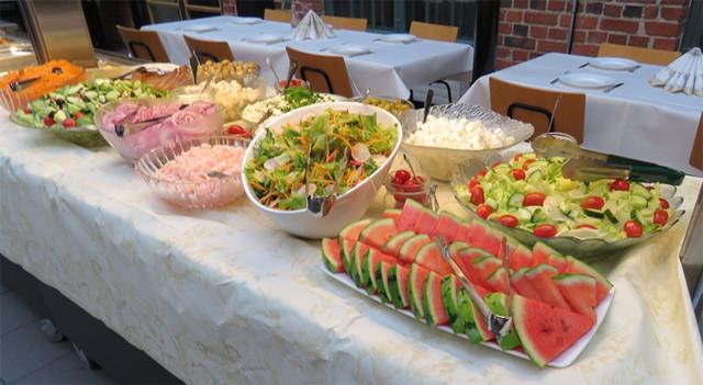 Salaattitarjoilu.jpg