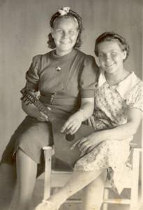 Elsa ja Ida Poikonen.jpg