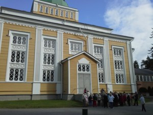Pasilan eläkeläiset Kerimäen kirkolla.jpg
