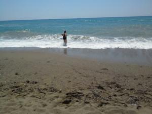Salme Alanyan rannalla.jpg