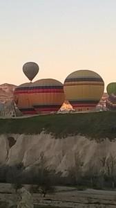 ilmapallot vuorilla (3).jpg