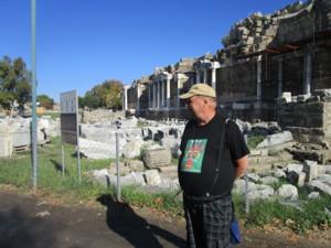 Juha ja Apollon temppelin rauniot, Side.JPG